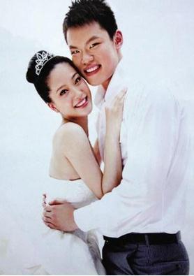 朱芳雨与妻子胡美协议离婚,微博暗示朱芳雨有外遇