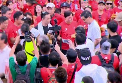 谢霆锋破世界纪录 香港特首梁振英也现身道贺