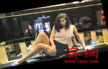 厦门美女搞怪热舞视频 原来KTV可以这样玩