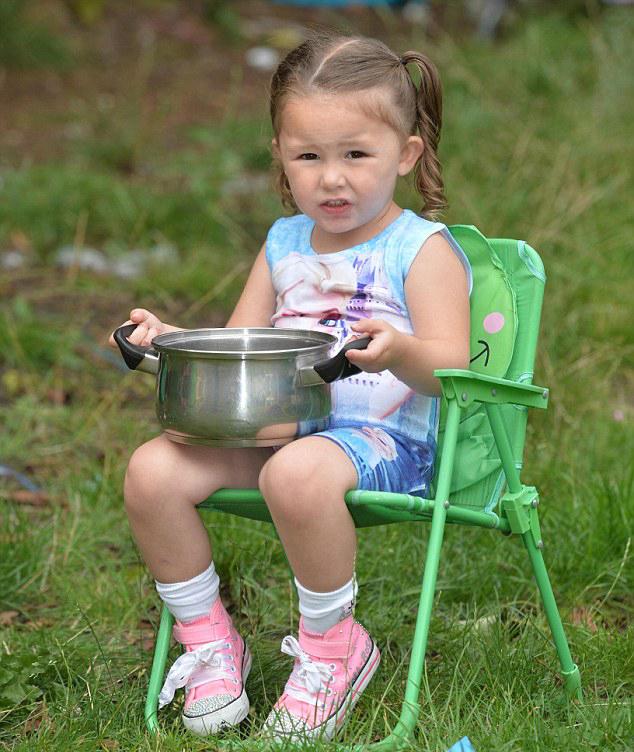 女童冰桶挑战:她的声音听起来就像狗叫