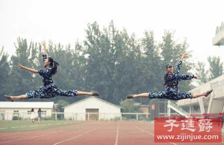 北服女生军训PK浙江高校军训