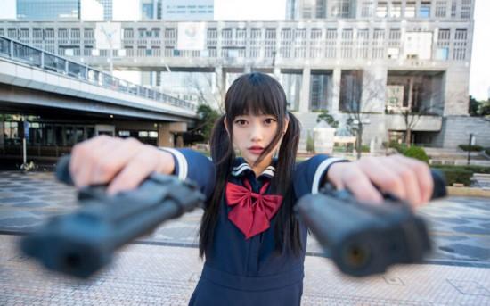 """日本""""双马尾日"""" 正妹持枪美照"""
