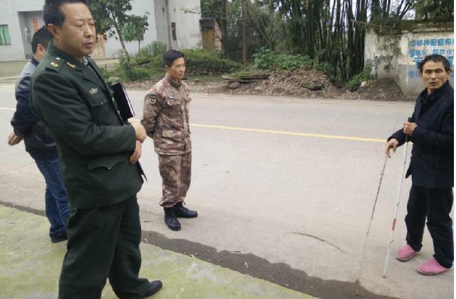 洪雅县人武部薛副部长带队检查槽渔滩镇安全生产