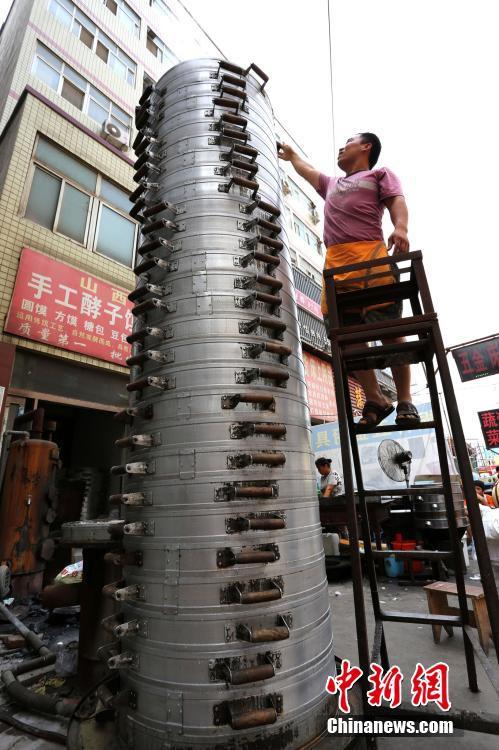 郑州馒头店摞30层蒸笼 寓意蒸蒸日上