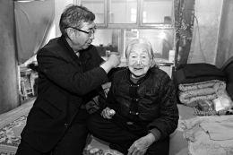 山西99岁老人长出2颗新牙