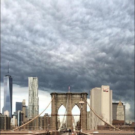 末日云惊现美国纽约 十分罕见的云层奇观